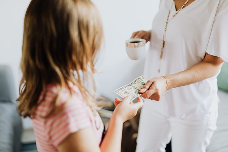 discuss money with your daughter